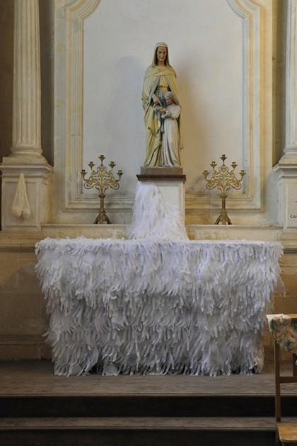 installation papier dans une église